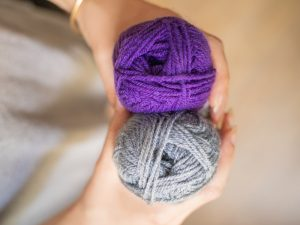 pelotes violette et grise