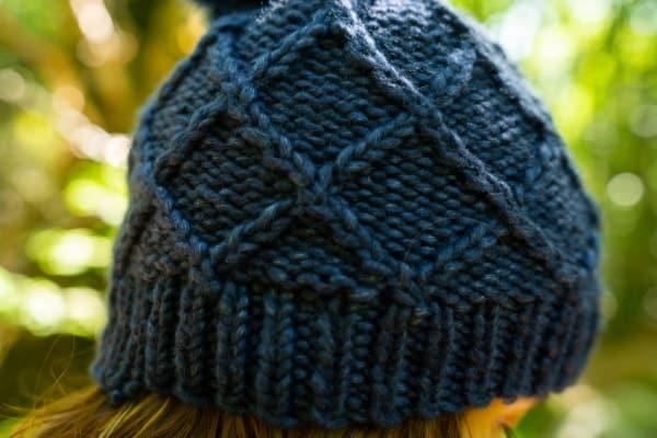 bonnet bleu torsadé