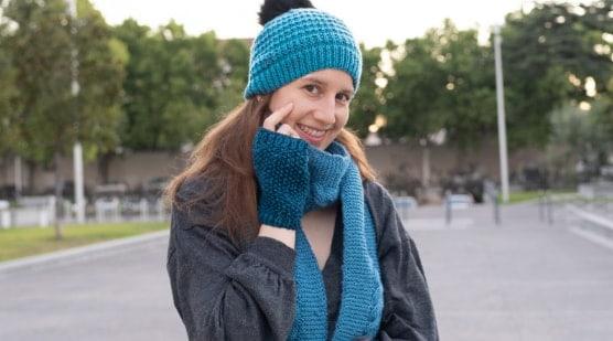 jaenelle avec un bonnet et une écharpe