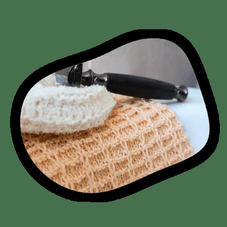 rasoir avec torchon en tricot