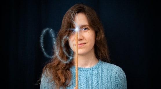 fille avec une aiguille à tricoter