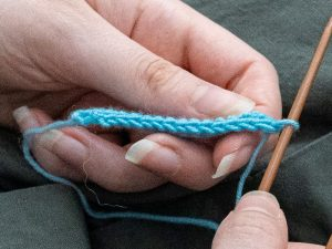 tricot finitions en bleu