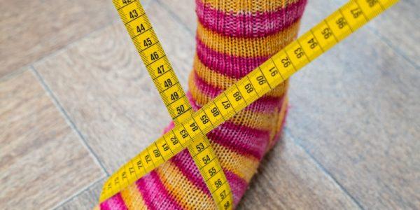 chaussette rayée avec un mètre de couture