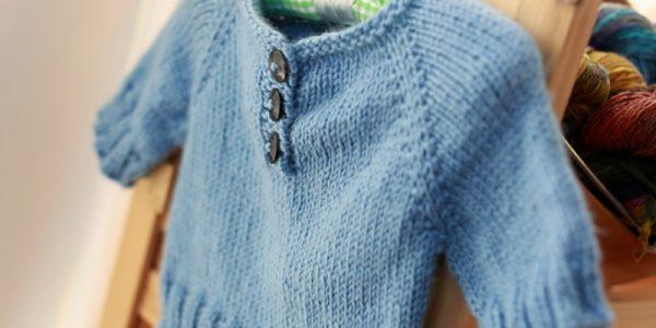 pull enfant bleu