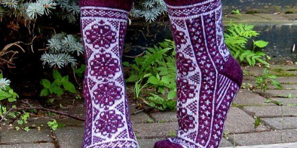 modele-tricot-femme-chaussette-en-tete