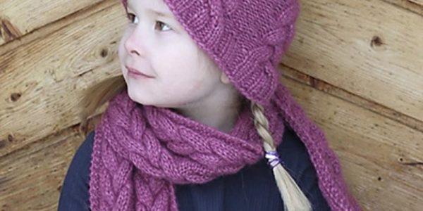 petite fille avec bonnet à torsades