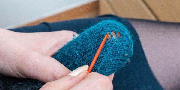 repriser une chaussette au tricot