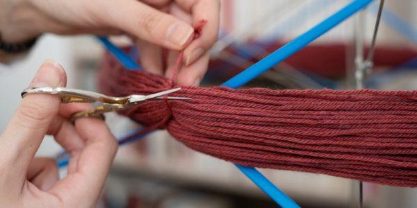 ciseau qui coupe de la laine